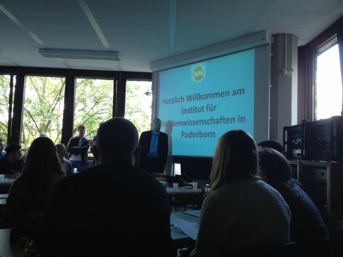 Jörg Müller-Lietzkow stellt das Institut vor